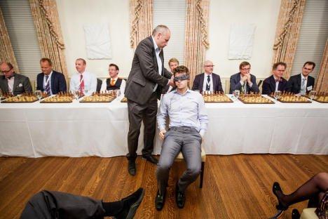 magnus carlsen blindfold chess