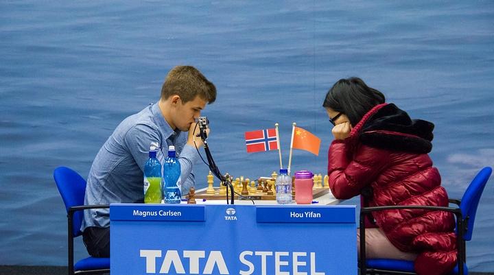 Magnus Carlsen vs Hou Yifan